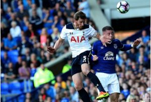 Tottenham Hotspur's Jan Vertonghen (left) and Everton's Ross Barkley battle for the ball during the Premier League match at Goodison Park, Liverpool.