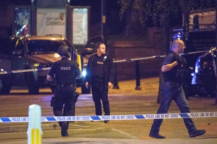 9 dead and 59 injured Following An Explosion In Manchester (Graphic screenshot)